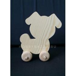 Собака из массива сосны на колесиках
