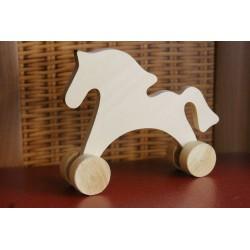 Деревянная лошадка на колесах